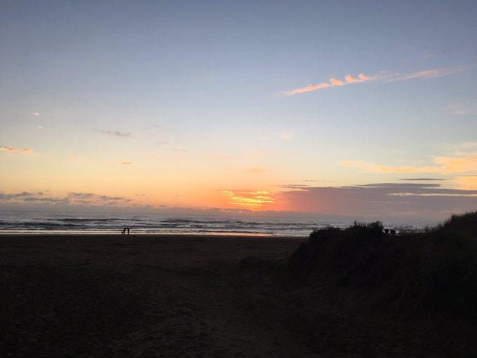 #BuenDomingo los amaneceres aún son gratis y bellísimos Foto
