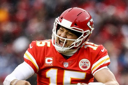 Chiefs Finally End a Playoff Drought at Home, Burying the Colts Foto