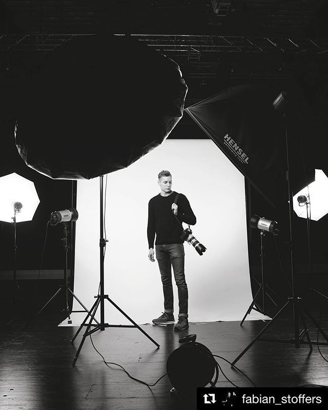 Behind the scenes by @fabian_stoffers  Latest setup for some studio-portraits I shot for @bayern3 / @bayerischer_rundfunk ! At the end, @hannaschlueter took some dope behind the scenes pictures!  . . . . . . . . . . . . #portrait #portraitphotograph… http://bit.ly/2H9anAhpic.twitter.com/dV2YxSKFrs