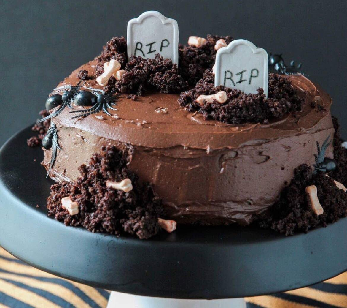GRAVEYARD Cake via The Daily Meal. #GhastlyGastronomy <br>http://pic.twitter.com/lF8BV7QXXN