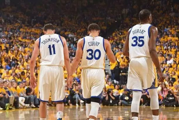 Voted for my Warriors, Stephen Curry, Klay Thompson n Kevin Durant!#NBAVote <br>http://pic.twitter.com/mwD7G0Zer3
