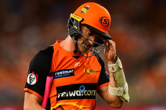'How can they get that wrong?': Klinger undone by seven ball over. #BBL08 MORE: Photo