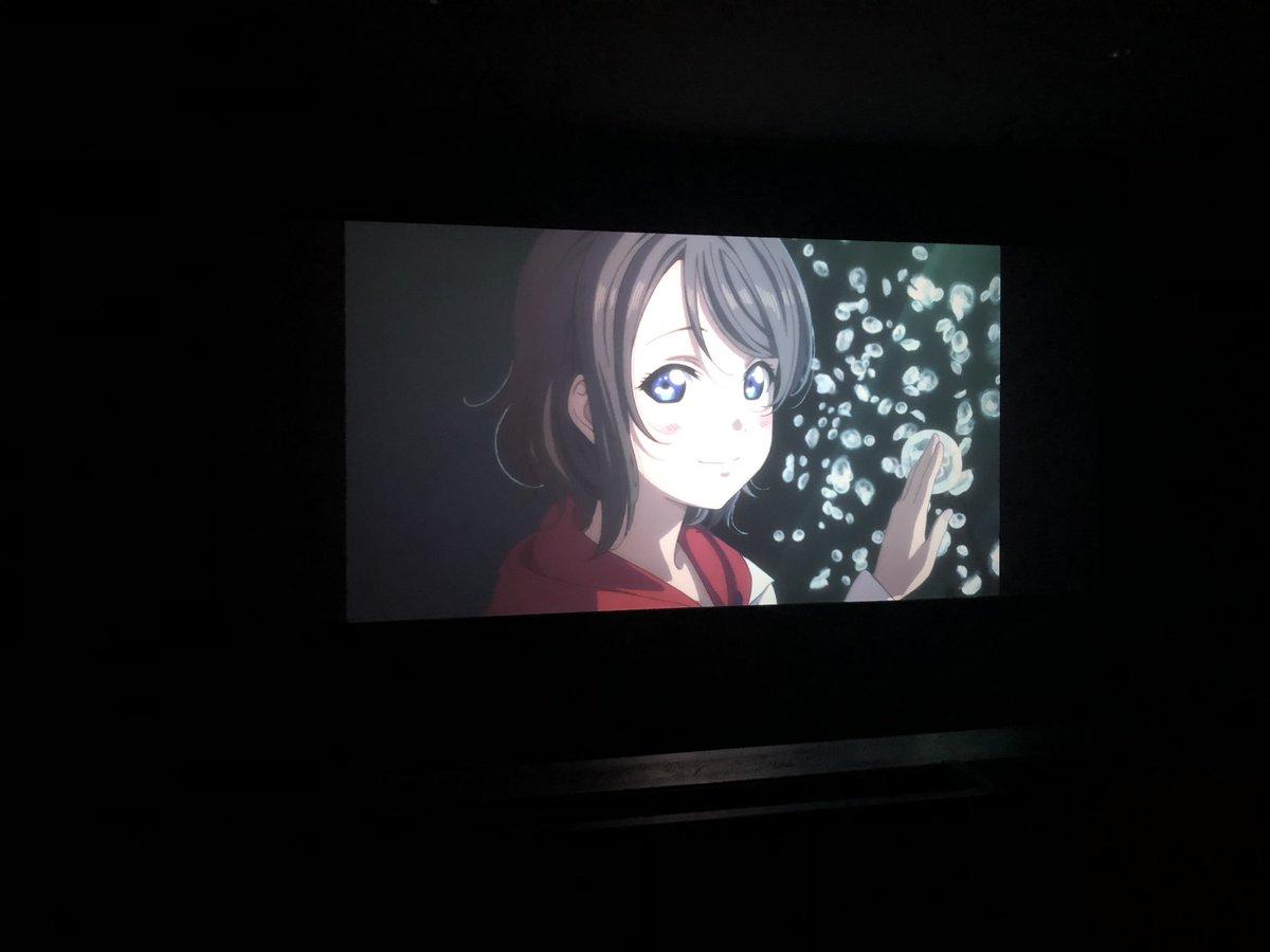 1つ前の呟きに添付した写真ですが…映画館で勝手に撮影してマナー違反じゃないか!?とご指摘がありました…ラブライブ!サンシャイン!!の映画の冒頭で撮影タイムみたいな時間がありましてSNSに載せて良いという事だったので♡  今、YouTubeにて無料でアニメが見れるので、アニメ見て映画館へ🌈