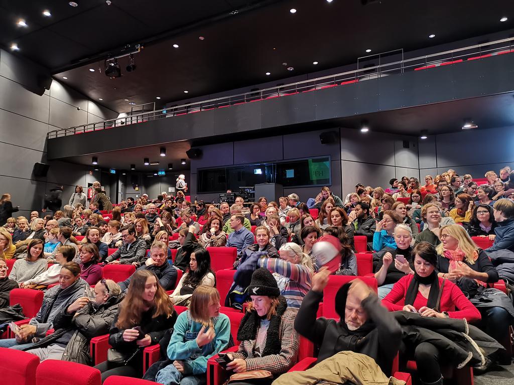 """Volles Haus beim Filmscreening unserer Bayerischen Amerika-Akademie """"On The Basis of Sex - Die Berufung"""" - mit freundlicher Unterstützung von @eOnefilms und der @hffmuenchen. Danke an alle, die gekommen sind und viel Spaß beim Film! pic.twitter.com/1ycQZfxHGO"""