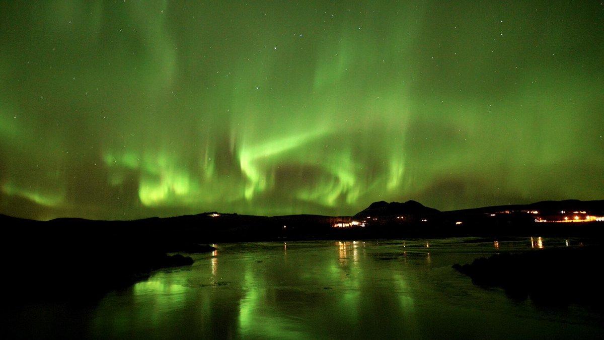We love Aurora reflections  <br>http://pic.twitter.com/JLttwkVXb5