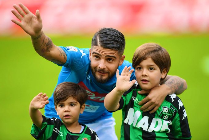 Insigne with his sons, Carmine and Christian, before Napoli-Sassuolo in 2017. 😍 #NapoliSassuolo Foto