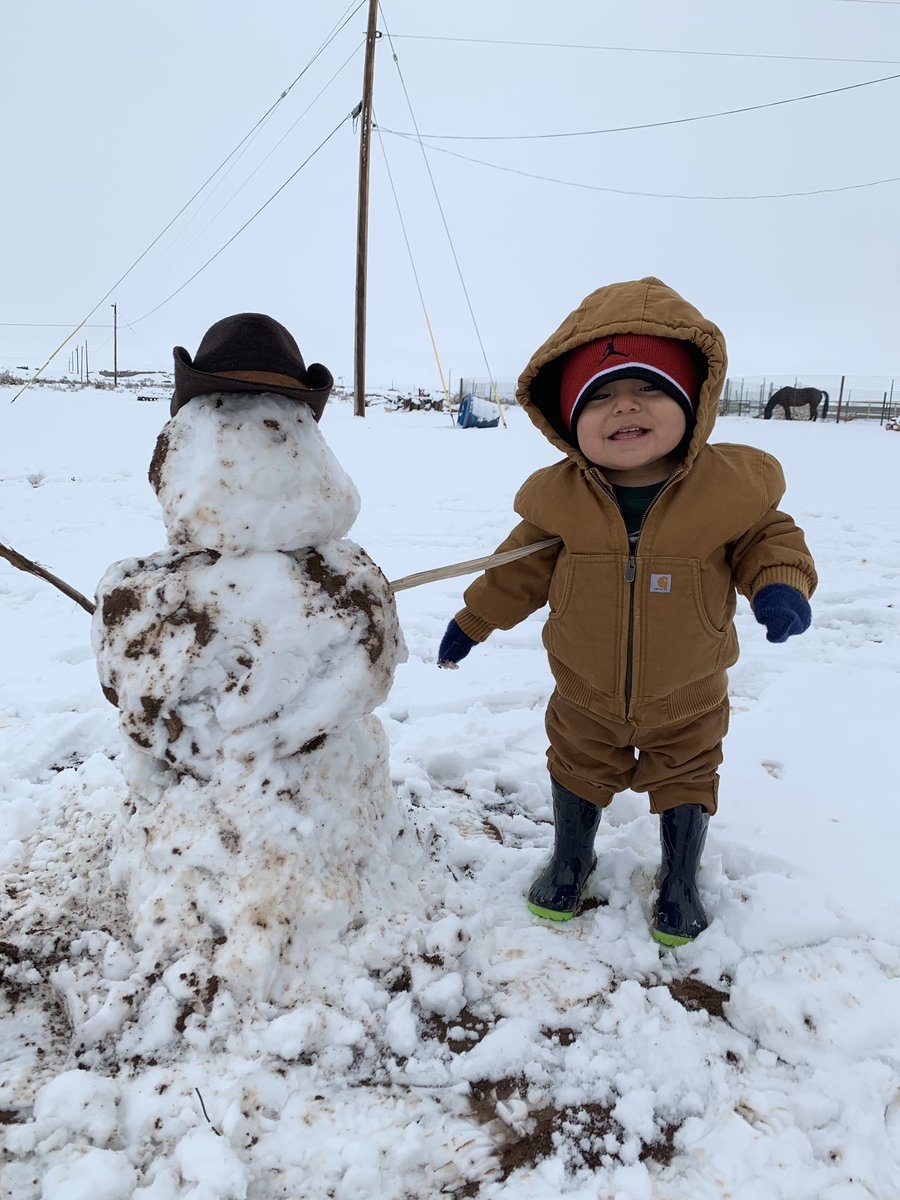 Just a couple of snowkids in Newcomb... 📸: LeoRhonda Charley @KOB4 #nmwx