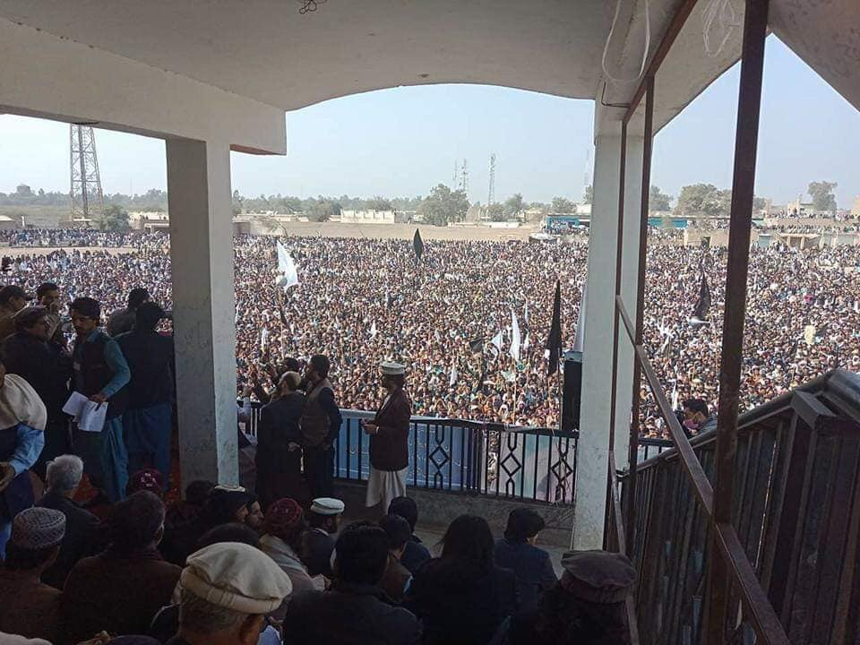 Thousands of Pashtuns gathered in Tank today to share what they&#39;ve gone through. The mainstream continues to ignore them. This black out by the mainstream won&#39;t suppress these voices. Pashtun youth of PTM have given Pashtuns a voice that cannot be ignored. #PashtunLongMarch2Tank<br>http://pic.twitter.com/SVdPnlqd0F
