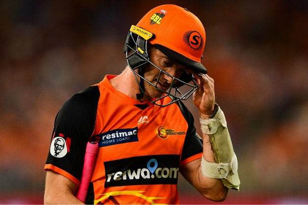 Embarrassing! Umpires' faux pas sees Michael Klinger dismissed on seventh delivery in #BBL2019 MORE HERE: #BBL Photo
