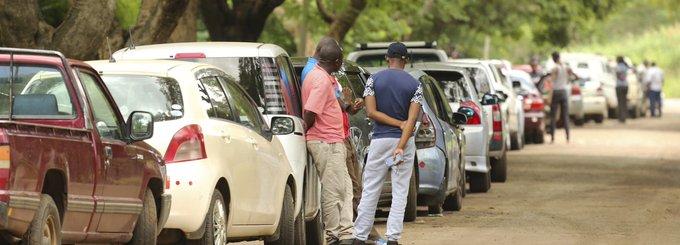 Tollé au Zimbabwe après le doublement des prix des carburants Photo
