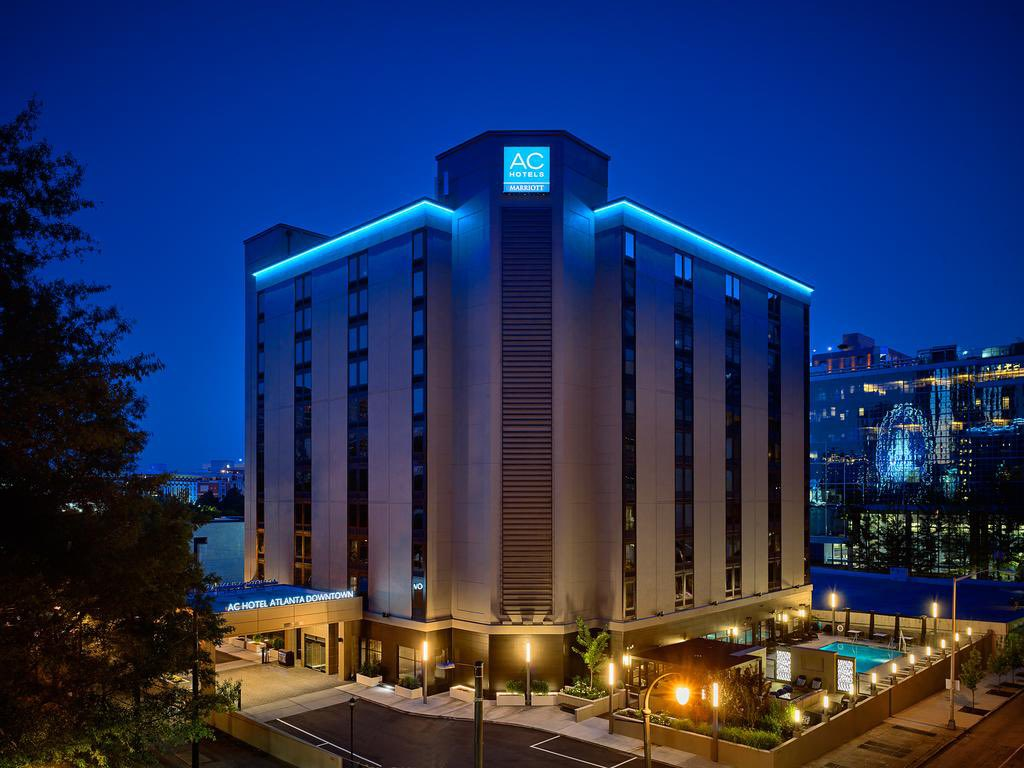 Dawg fans, The AC MARRIOTT has opened up rooms for weekend of @CFAPeachBowl , early bird gets the worm. <br>http://pic.twitter.com/tdC8KO2TsP