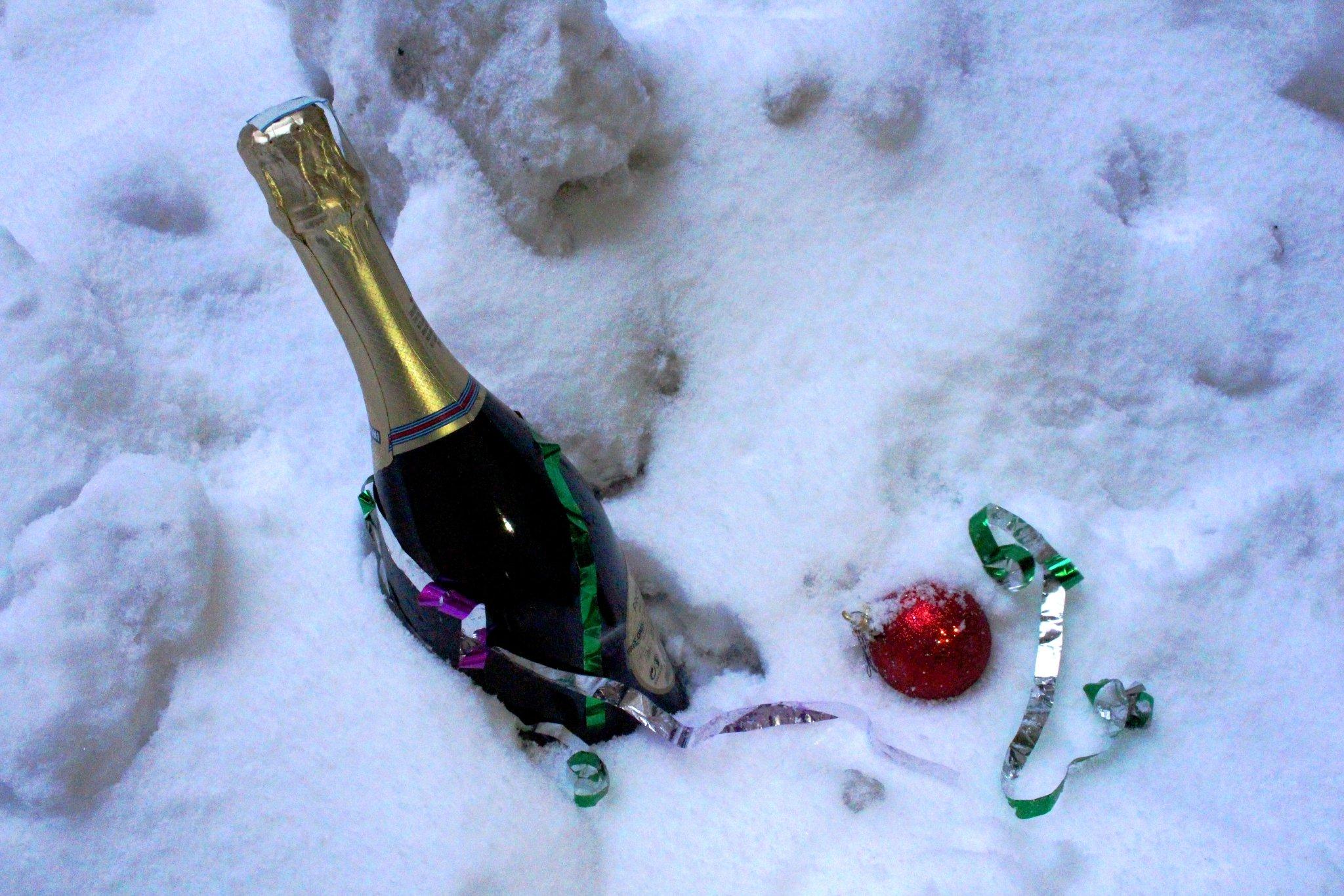 Фото дембельских наклеек на шампанское местности гористый