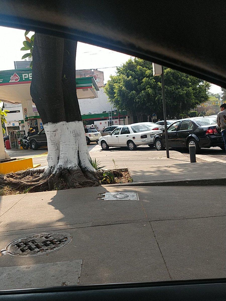 #GasolineraAbierta en nuevo León y eje 3 sur la fila es de 5 minutos, INCREIBLE!!!