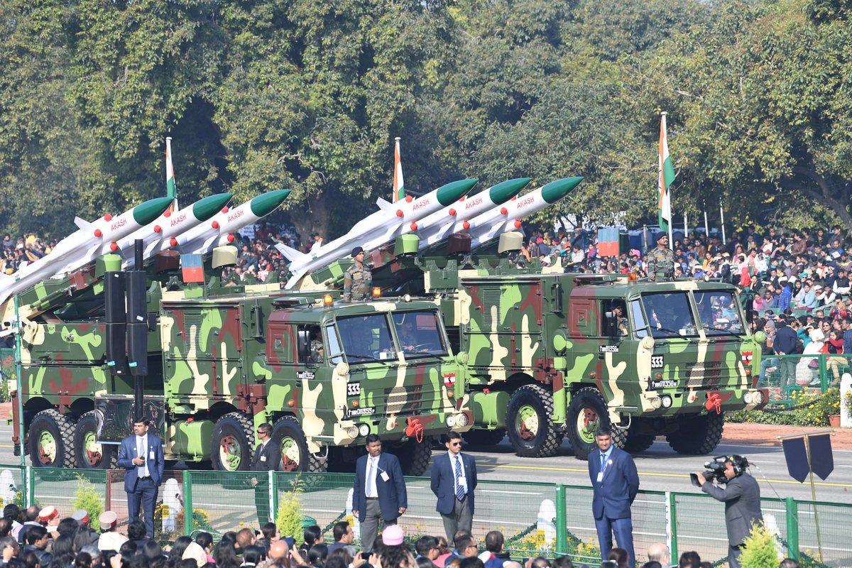 عرض عسكري في الهند احتفالا بالذكرى الـ70 لتأسيس الجمهورية Dx0r0zOW0AAOhbq