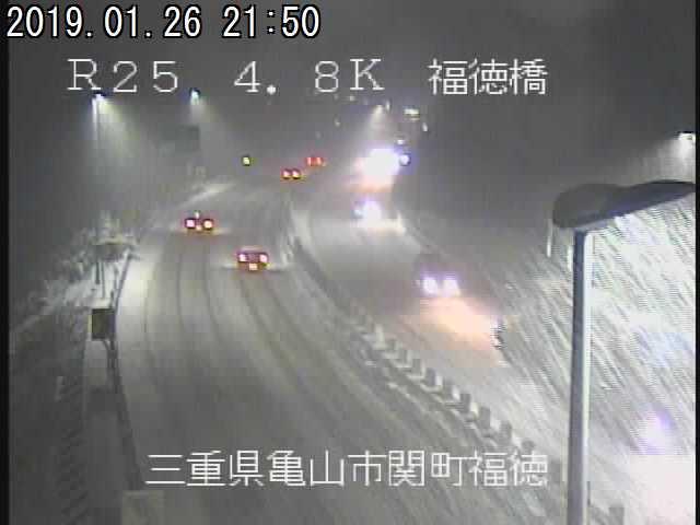名阪国道の道が雪で真っ白に...!