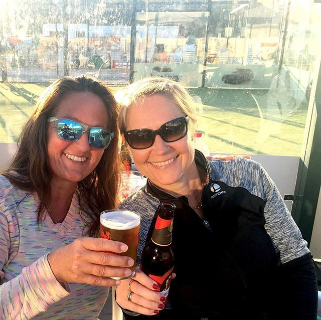 Cheers to this beautiful lady, my padel compi today.  What a wonderful day of laughs, smiles and great sportsmanship on the padel courts. Hats off to all the players and the organizers #padelmania #padelgirls #compi #beautifulgame #salud #cheers http://bit.ly/2B47TOrpic.twitter.com/2V6T0HENVx
