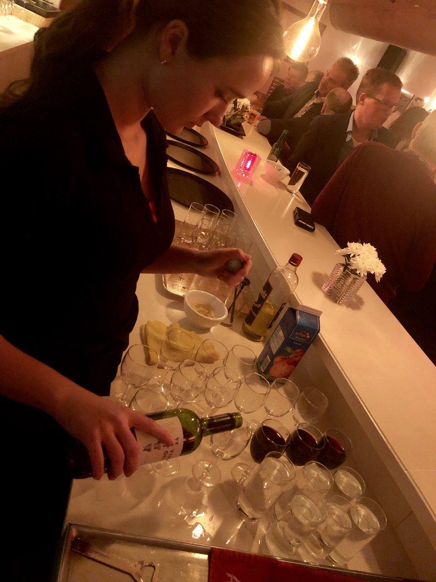 Weer een gezellig #feestje met een #walkingdiner. Wordt steeds vaker geboekt bij ons. Geen traditioneel buffet, maar heerlijk div hapjes persoonlijk geserveerd. Natuurlijk horen daar ook de drankjes bij.
