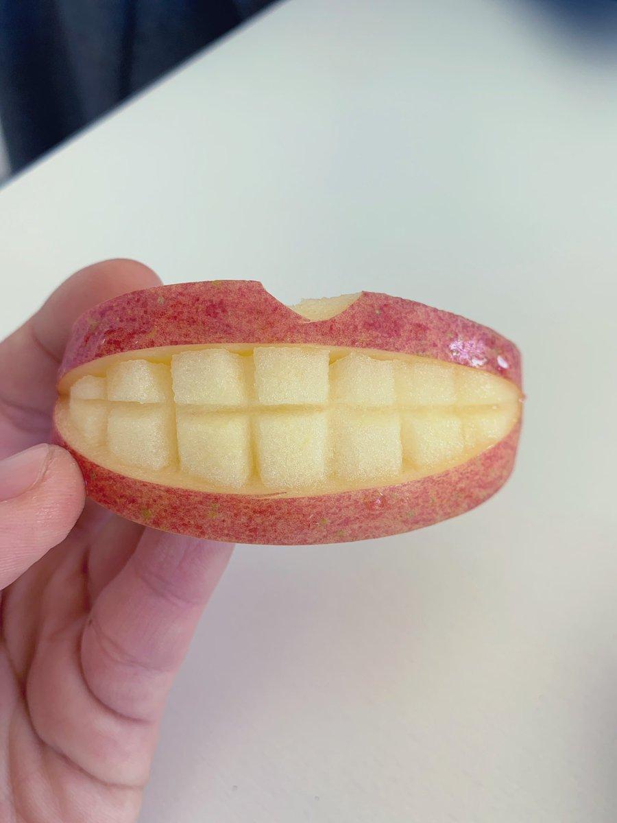 朝食にこんなりんごが出て来たらビックリするし食欲失せるわww