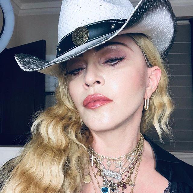 Madonna >> preparando nuevo álbum  - Página 44 Dx5D4QqWkAAnGo1