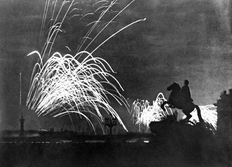 NEVER FORGET: Today marks the 75th anniversary of the lifting of the Nazi siege of #Leningrad. The near two-and-a-half-year siege — 872 days in all —  left the city devastated and the population almost destroyed. We pay tribute to the hero-city and heroes citizens! #WeRemember