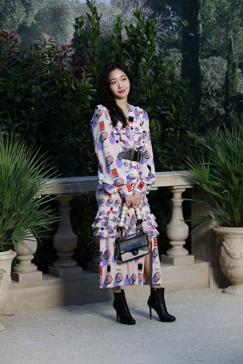 Go Eun Kim, Marine Vacth and Marion Cotillard were among those invited to the #CHANELHauteCouture show at the Grand Palais in Paris. #VillaCHANEL See the show on http://chanel.com/-T-HC_show_SS19