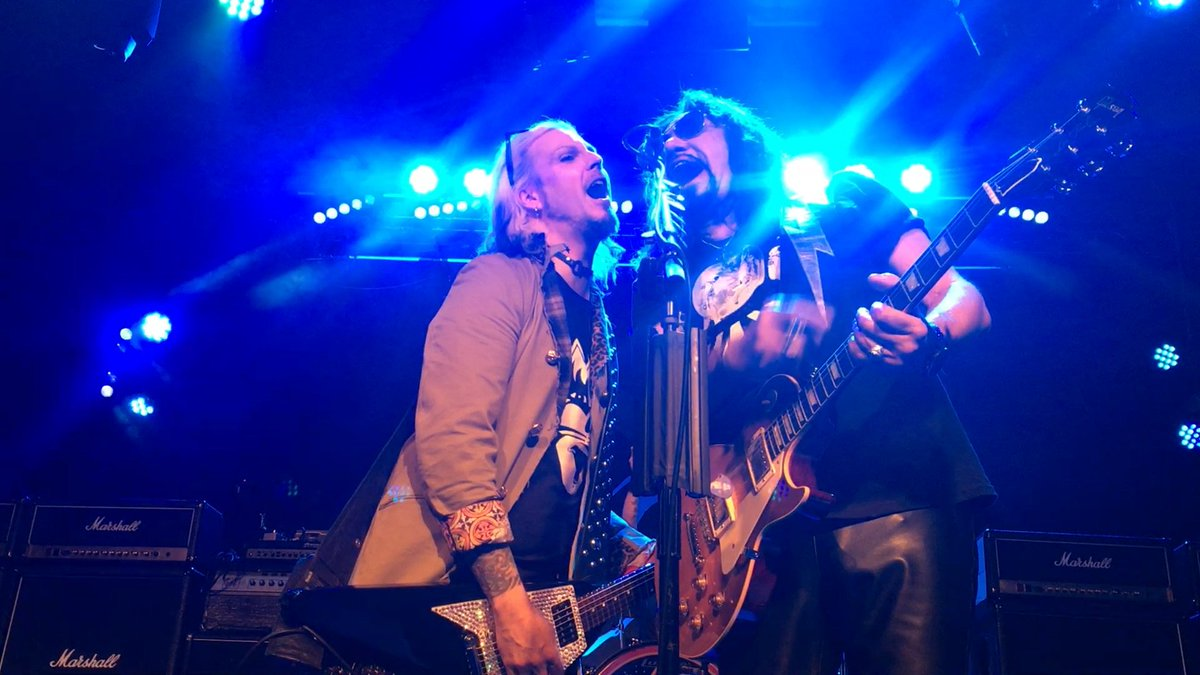 VIDEO: Ace joined by John 5 Onstage