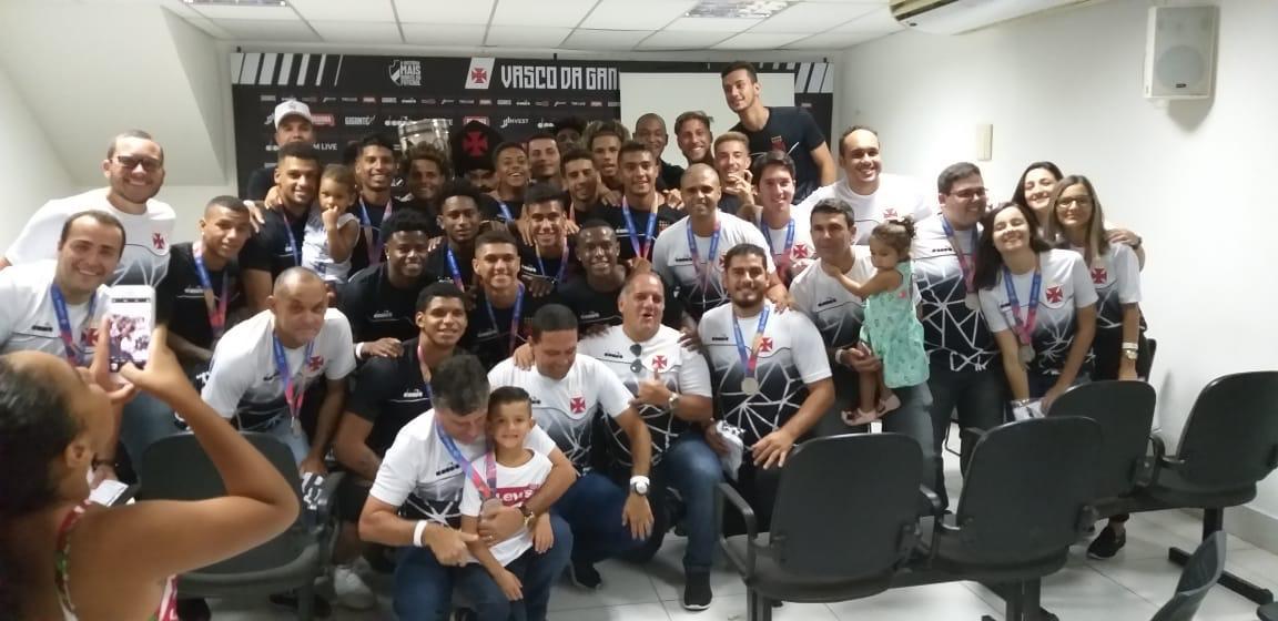 Parabéns, #MeninosDaColina e todo nosso staff da #BaseForte  #DiaDeVasco