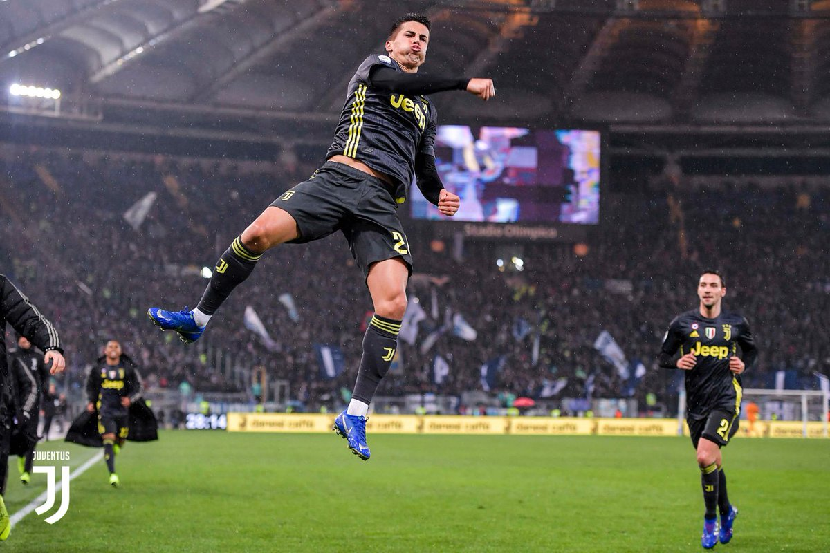 Selebrasi melompat tinggi Joao Cancelo usai mencetak gol penyeimbang.
