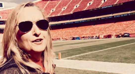 Melissa Etheridge will get things started at Arrowhead Sunday with the national anthem https://t.co/HDU5EGCoBl