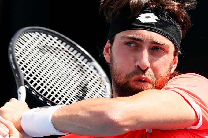 19th seed Basilashvili survives, def. Travaglia 3-6 6-3 3-6 6-4 6-3 to set up a 3R clash vs Tsitsipas 🍿🍿🍿. #AusOpen #GameSetMatch Foto