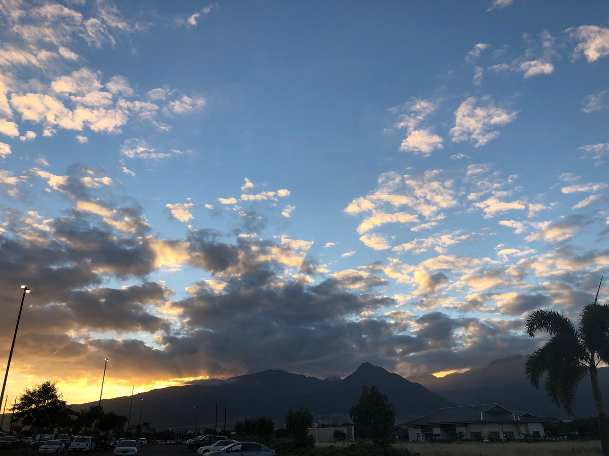 test Twitter Media - Call him and warm in Kahului looking out west Maui Mountains. #cmweather #maui #sunset #mountains #magicalmaui https://t.co/tdQmccmgy4