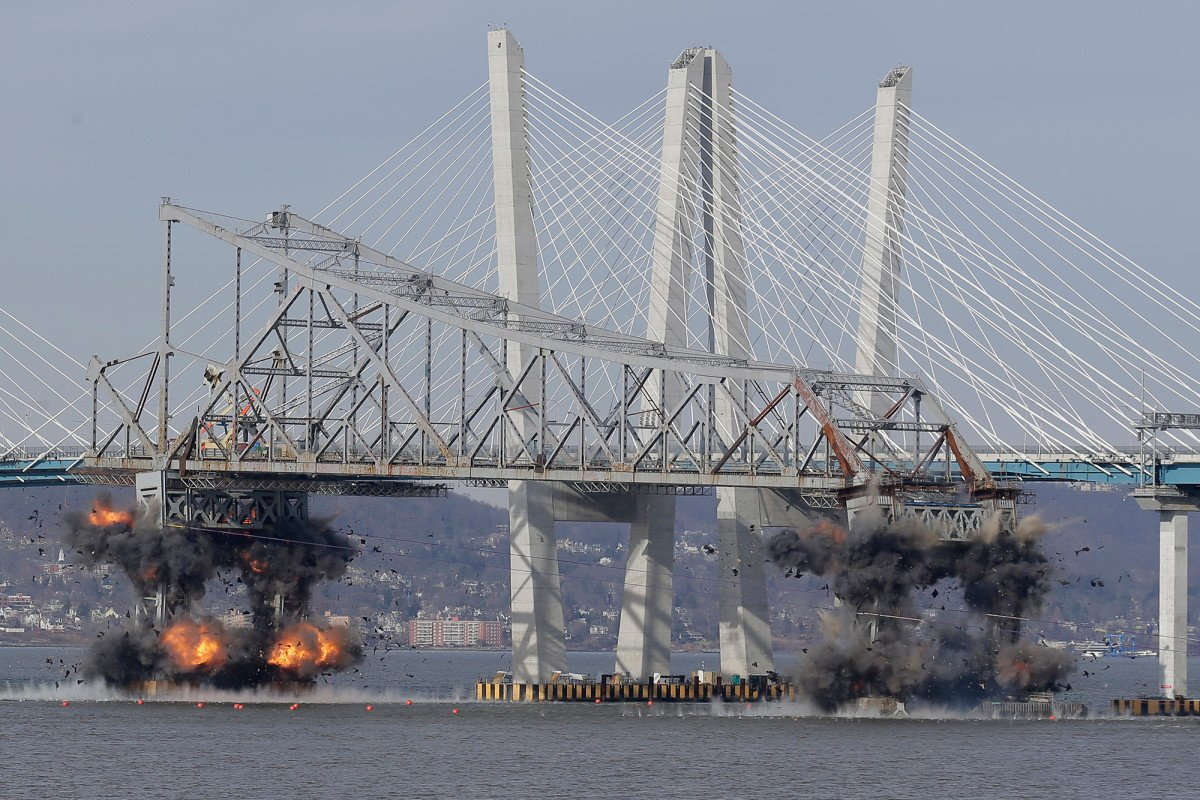Tappan Zee Bridge is blown away over Hudson River https://t.co/hf5CeJyuvd