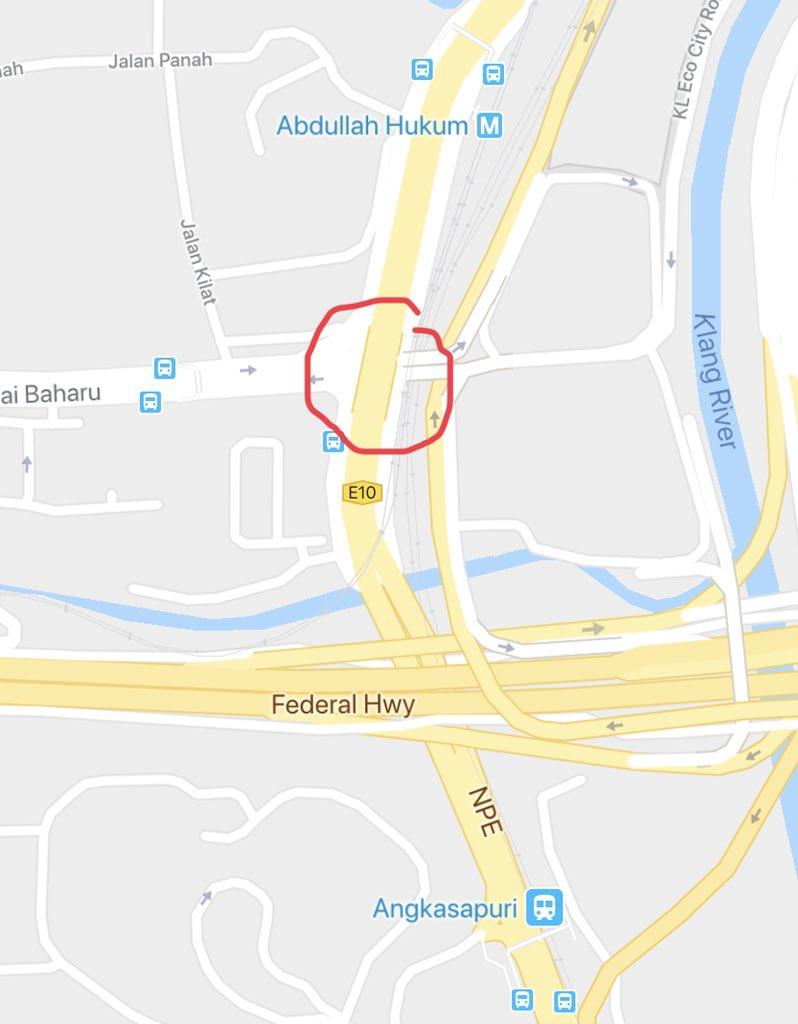 Looks like a serious accident on the bridge along the NPE over Jalan Pantai Baharu. Despite the nasty congestion of cars, and I do recommend getting off the NPE if you can, let's pray that lives are preserved. #kltraffic #kltu #PetronTrafficUpdate #Waze<br>http://pic.twitter.com/gqVARkGfHz