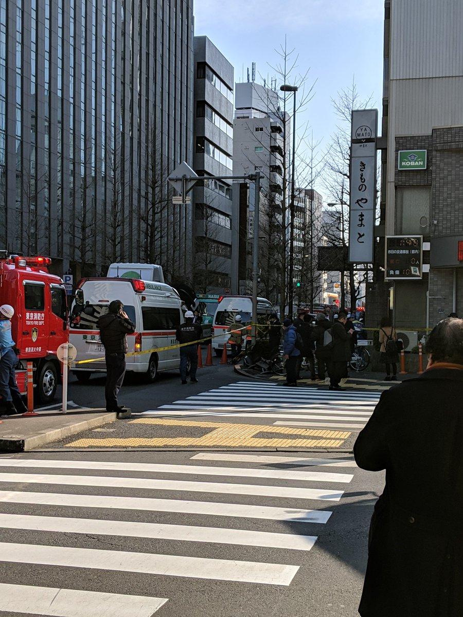 渋谷区千駄ヶ谷でFITが歩道に突っ込み暴走した事故現場の画像