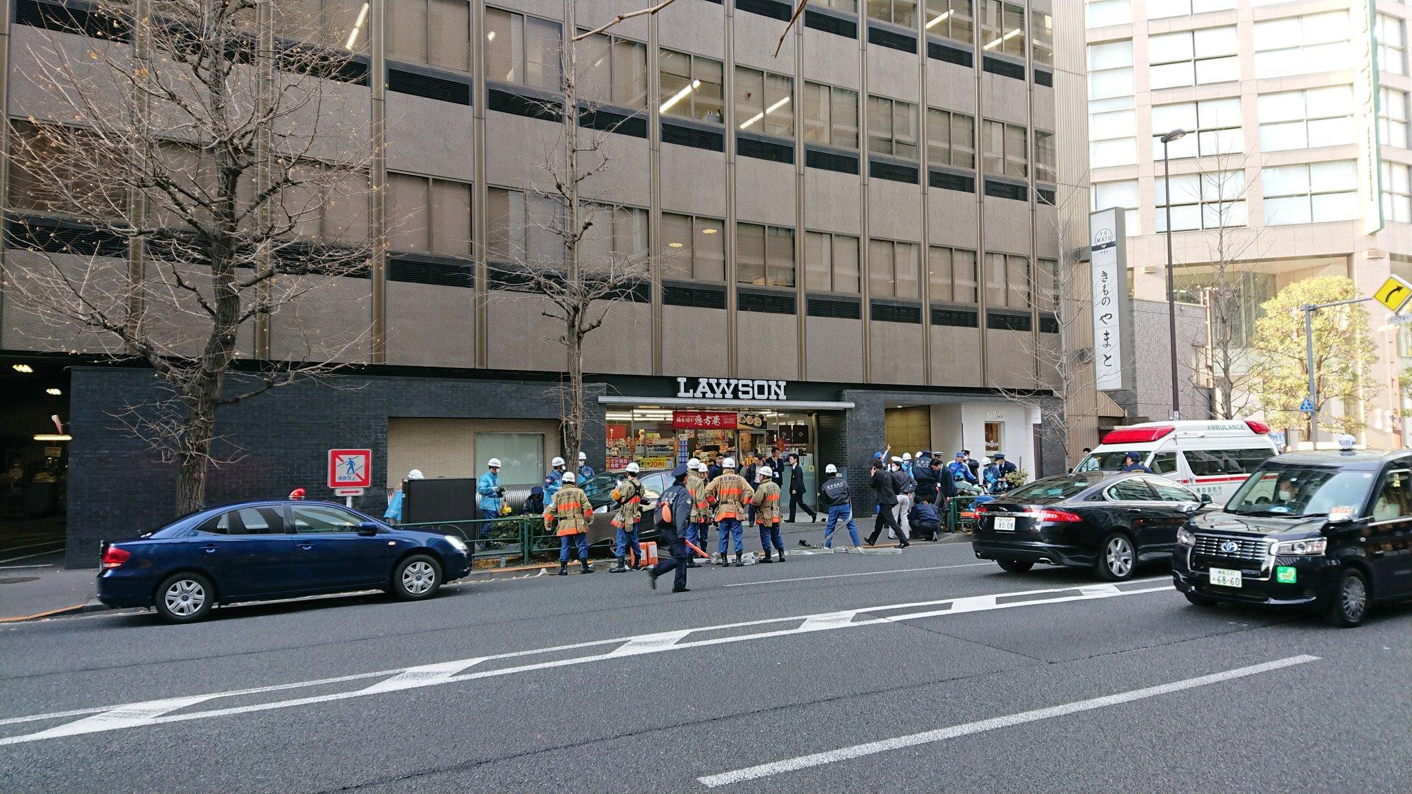 渋谷区千駄ヶ谷で歩道に車が突っ込んだ事故現場の画像