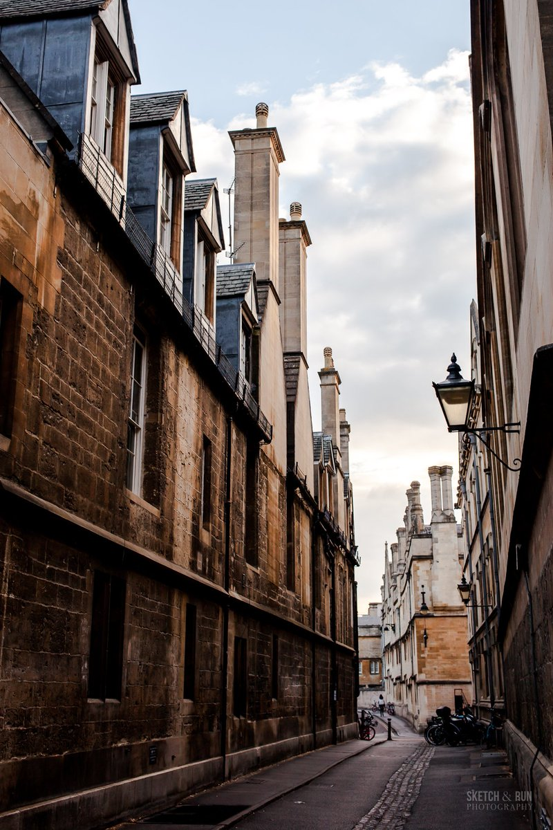 Architectural wanders/wonders in #Oxford and #Bath - finally onto the #England portion of my #travelblog photos and honestly, it felt like walking straight into my childhood fantasies 😭✨ http://bit.ly/OXFORDSR