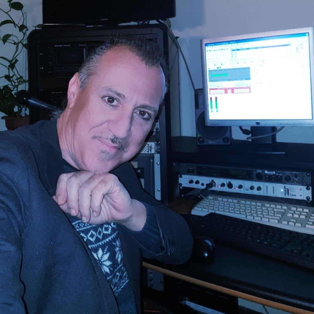 Oggi impegnato nelle registrazioni da mandare in onda durante le notti.  Domani in diretta dalle 12 alle 15 su #Rai #Isoradio