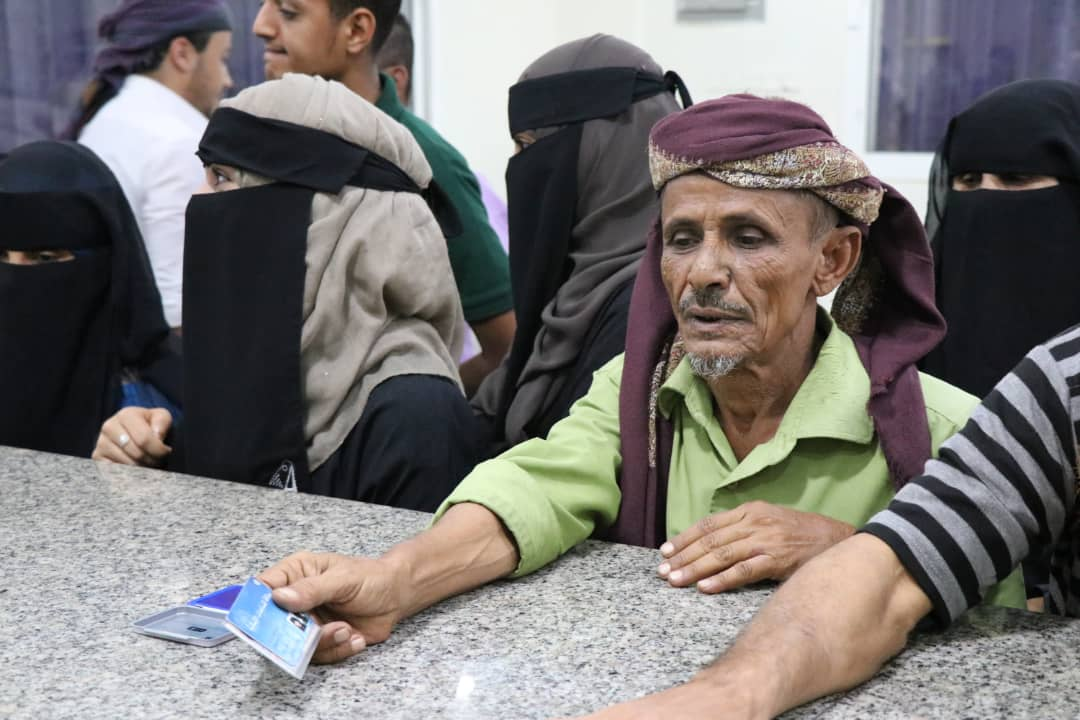 New year, new solutions!   In #Yemen, we're kicking off 2019 w/ innovative cash transfers for families in Aden via biometric registration through WFP SCOPE. <br>http://pic.twitter.com/UEnYPpjOkE