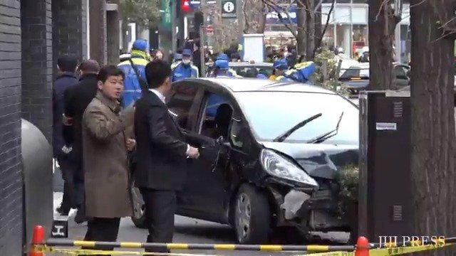 東京・千駄ケ谷で車が歩道に突っ込み、歩行者5人をはねました。車に乗っていた2人を含め、1人が重体、複数人が重傷だそうです。 #事故 #千駄ヶ谷 https://t.co/eP6GVwbhLB