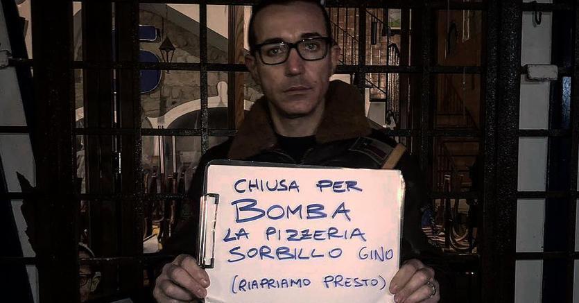 #16gennaio Napoli: bomba alla pizzeria #Sorbillo Il titolare dà la notizia via Facebook https://t.co/m4Zz7Ec5Bm