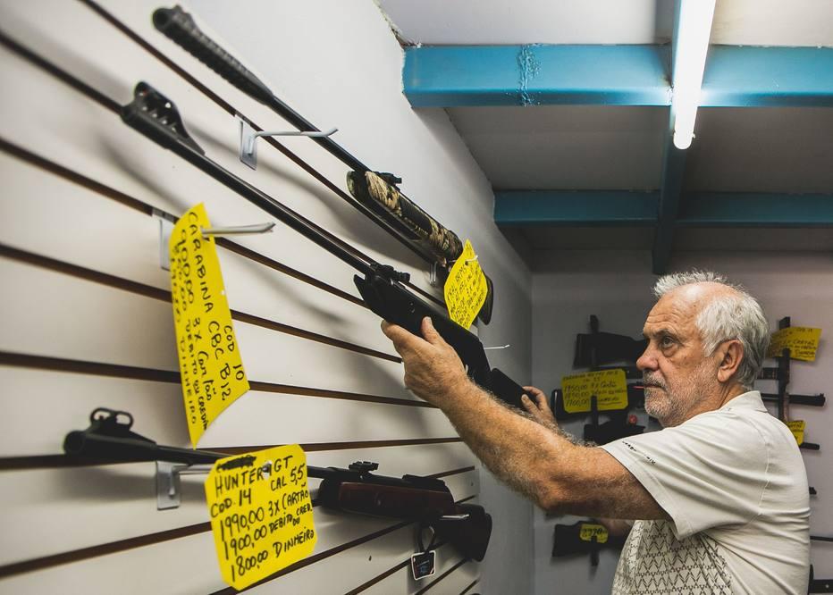 Em lojas, interesse por armas cresce, mas preço assusta https://t.co/fckw66xgNV