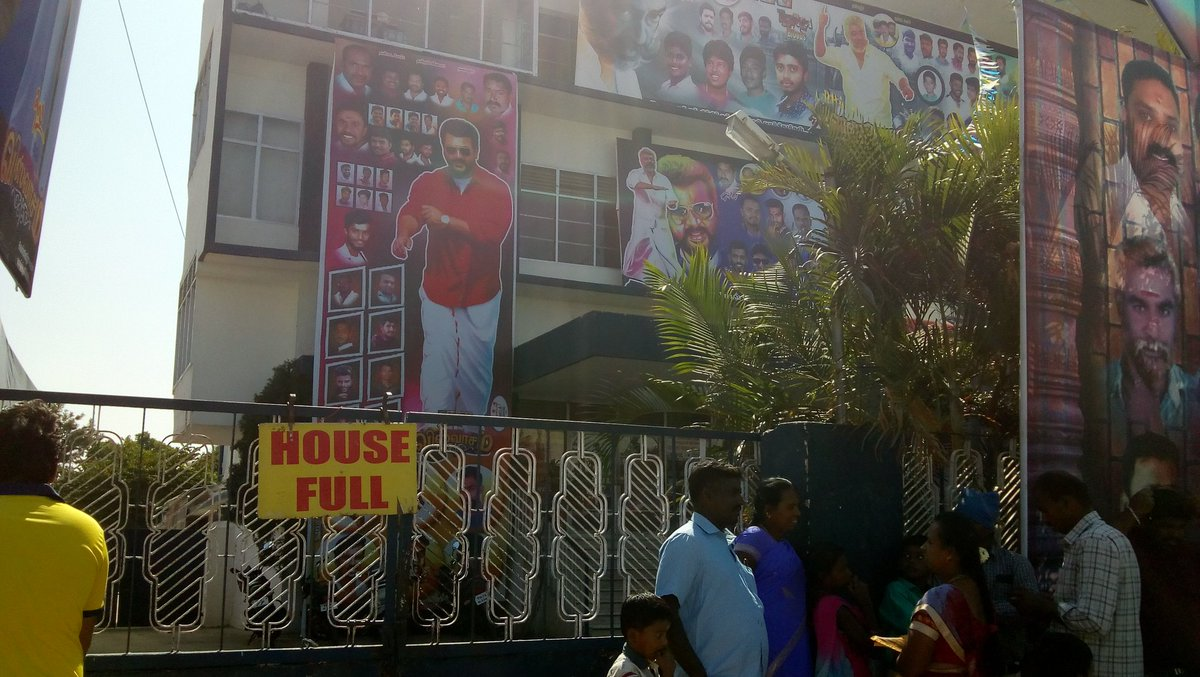 #Viswasam Day7 Housefull Matinee Show in Lakshmi Devi Theatre #Hosur @SathyaJyothi_  @ThalaAjith_FC @rameshlaus<br>http://pic.twitter.com/viNLy1rbFd