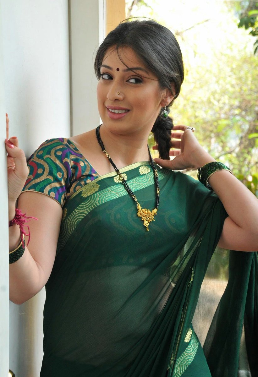 Desi beautiful hot girls cleavage sexy photos desi