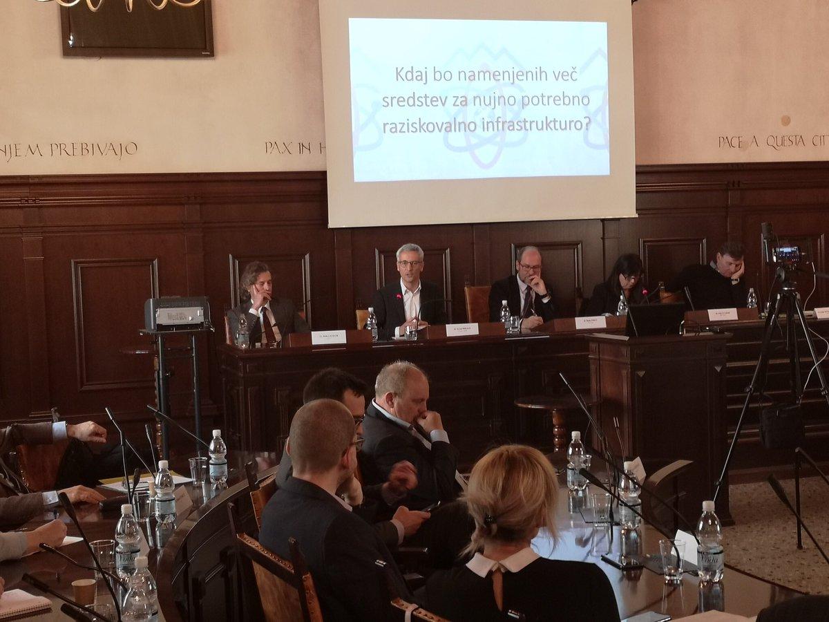 Na okrogli mizi @ShodZaZnanost, ki je bila danes v Kopru, je minister @JernejPikalo dejal, da se bo že pri rebalansu proračuna pokazalo prizadevanje @vladaRS , da bi Slovenija čim prej postala inovacijska voditeljica in pomemben člen evropskih gospodarskih tokov.
