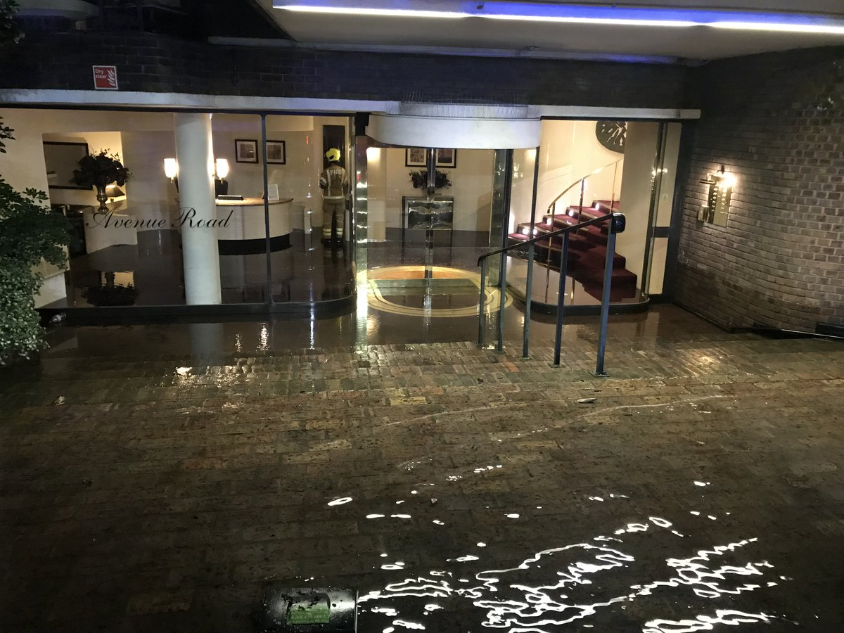 Firefighters dealt with a burst water main that flooded the basement & underground car park of a block of flats to a depth of around one metre in  #PrimroseHillhttps://t.co/Hht11ey13Z