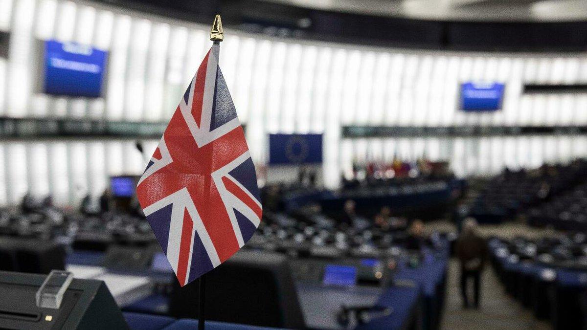 Der Handel der deutschen Pharmabranche mit Großbritannien ist 2018 auf 16 Milliarden Euro eingebrochen. Grund könnte die Risikovorsorge für den Brexit sein. https://t.co/l2XU1tFQIx