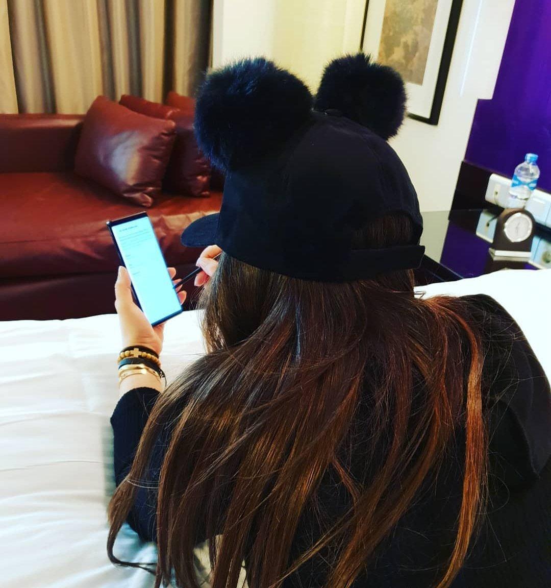 RT @RamyLs: Elissa is enjoying her new #GalaxyNote9 #Samsung 😍 https://t.co/mpFMfAyGJy