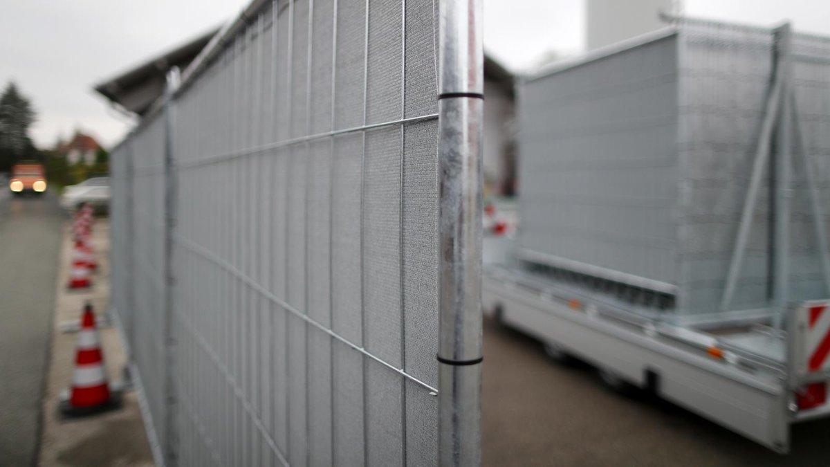 Kampf gegen Gaffer: Erfüllen Sichtschutzwände ihren Zweck? https://t.co/YfP6eccP4A #franken