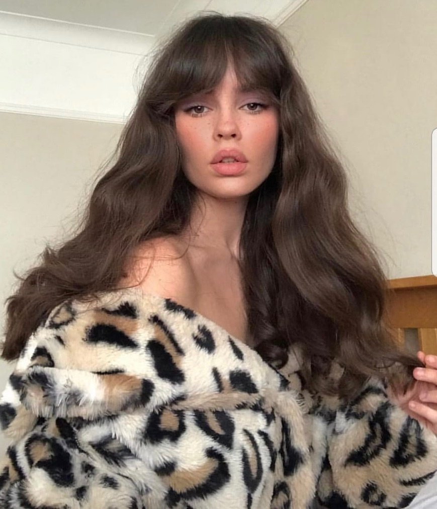 The Curious Comb On Twitter Trend Alert And It S All About Bangs 70s Style Softly Cut Curtain Fringes Are Making A Come Back And We Can T Say We Re Surprised Easy To Wear