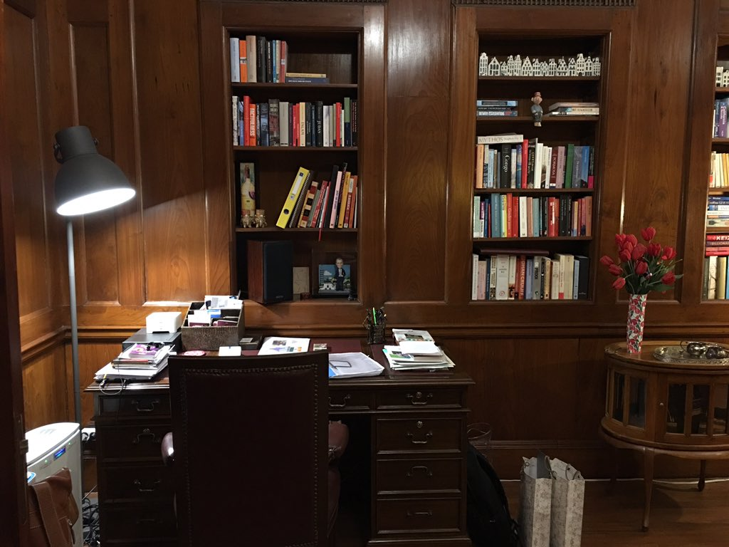 The library of Muhammad Ali Jinnah in Delhi. It's now the private library of the Dutch Ambassador to India. https://t.co/1ixmScyIOF